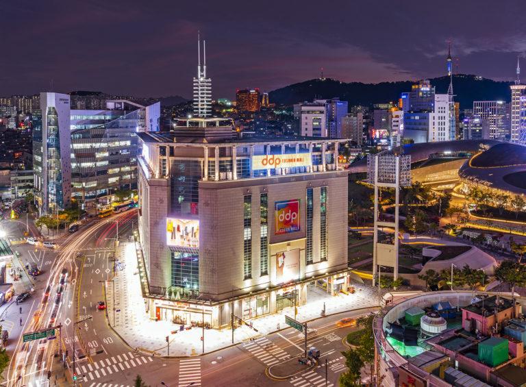 서울시 제1호 반값 임대점포…청년에게 DDP패션몰 10곳 개방